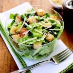сухарики в салате цезарь