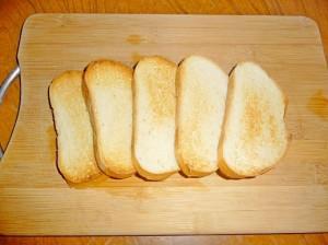 поджаренный белый хлеб