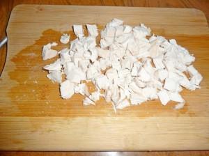 нарезать кубиками курицу