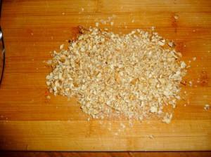 измельчить грецкий орех
