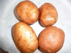 вымыть картофель