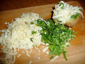 запечь сыр и зеленый лук с картофелем